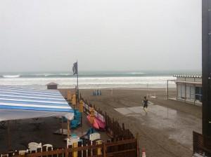 由比ヶ浜150826-w560